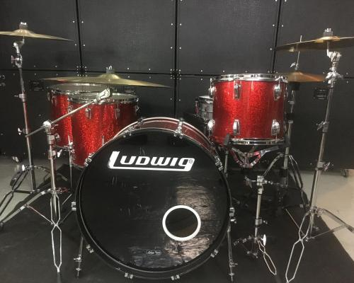 Ludwig Classic Maple Red Sparkle (2) (Copy)
